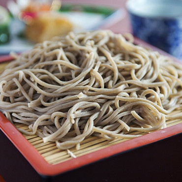 Soba noodle is made by hand every day. Please enjoy the taste as well as the scent of soba noodle.