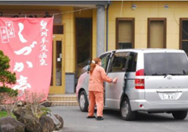 Free shuttle bus is available to Chusonji Temple (Konjikido), Motsuji Temple or Hiraizumi Station.